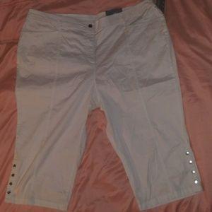JM collection Capri pants